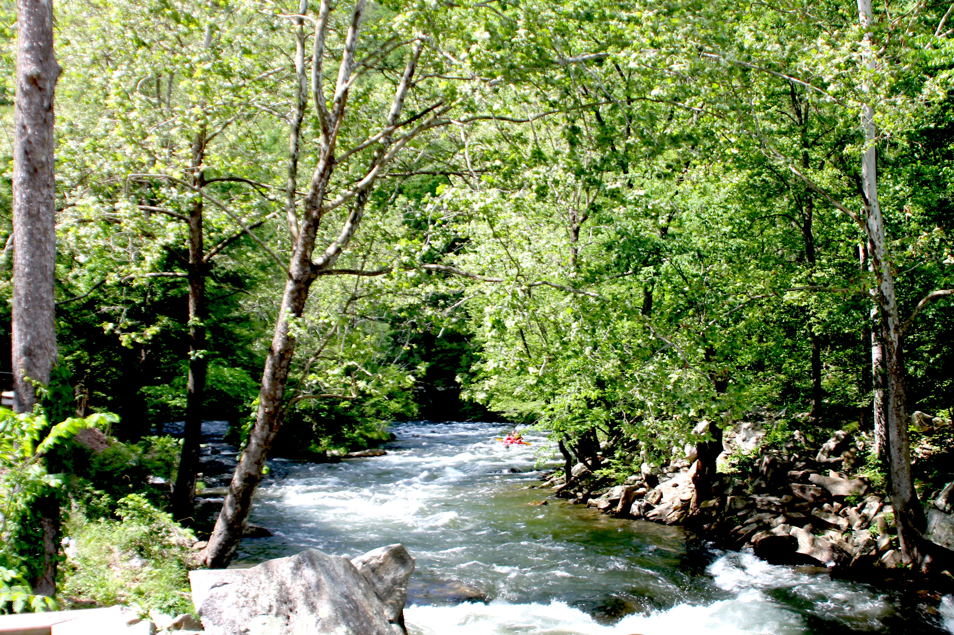 white water falls on the Nantahala river with Adventurous Fast Rivers Rafting